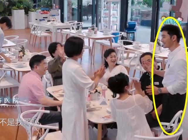 """中餐廳:第一次邀請""""傢屬""""上鏡,黃曉明徹底慌神,楊超越一臉看好戲-圖4"""