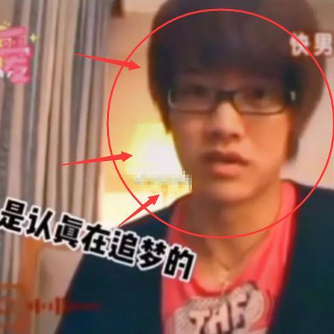 """任嘉倫才是""""男大十八變"""",看他早年參加《快男》的舊照:戴著眼鏡也太乖瞭-圖3"""