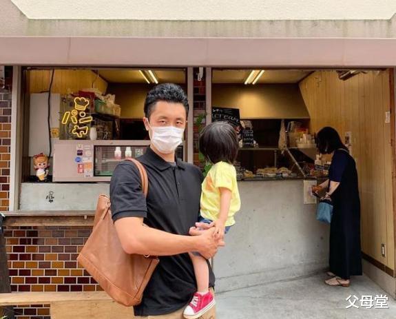 日本一位鋼鐵直男老公火瞭:每天給妻女做早飯,是愛情最初的模樣-圖2