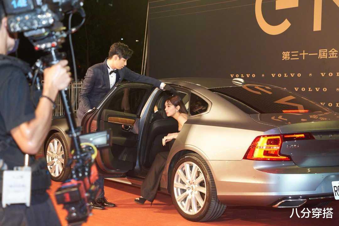 Ella陳嘉樺坐豪車亮相,一襲黑色抹胸連體褲,二八比例太驚艷-圖6
