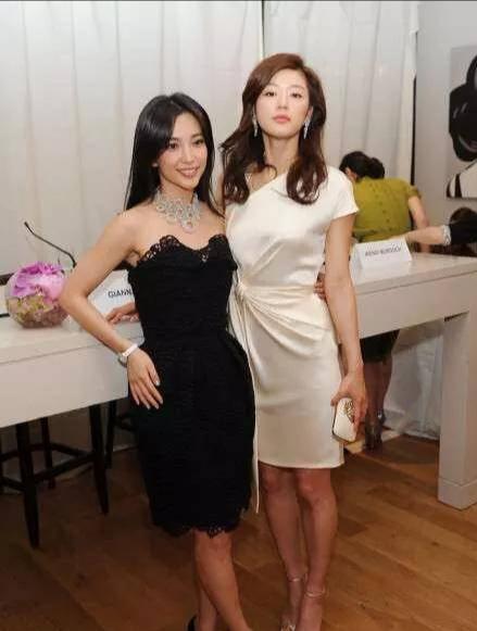 47歲李冰冰攜手39歲美女全智賢登封面,魅力不減,不容忽視-圖3