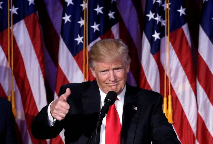 白宮深夜降下半旗!大量美國人悲痛不已,特朗普哀悼後卻暗自竊喜-圖4