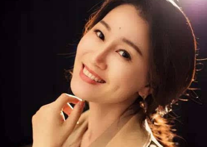 因戲生情,23歲嫁大11歲國傢一級演員,兒子近照被曝光太帥瞭-圖4