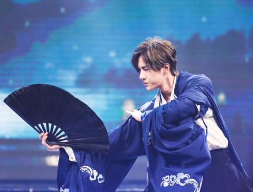 日本v不卡的一本道_一博获得粉丝选择的奖项,无可厚非,毕竟是目前国内顶-第1张图片-游戏摸鱼怪