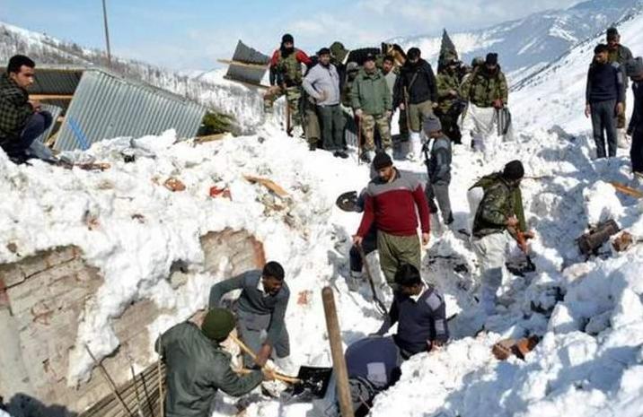鮮明對比!中國邊境建營房保士兵過冬,印軍質疑為啥我們隻有帳篷?-圖2