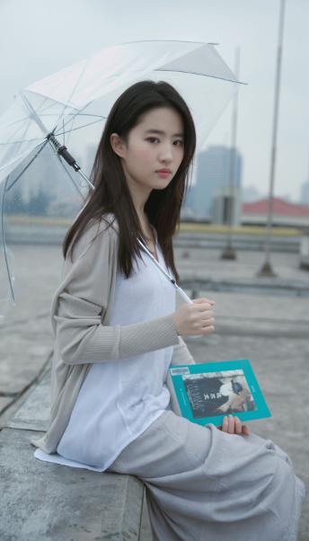 """神仙姐姐劉亦菲,仙氣不存?肥胖體型快將小禮服""""撐破""""-圖7"""
