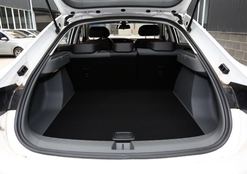 低售價高顏值的國產B級車型,起售8.48萬車長4925MM-圖4
