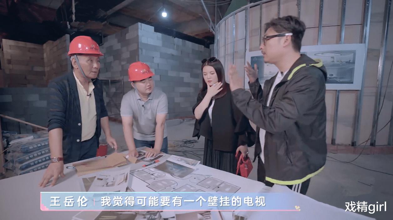 李湘投資的美容院延期開業,用手指著對方質問,施工方小心翼翼賠笑-圖3