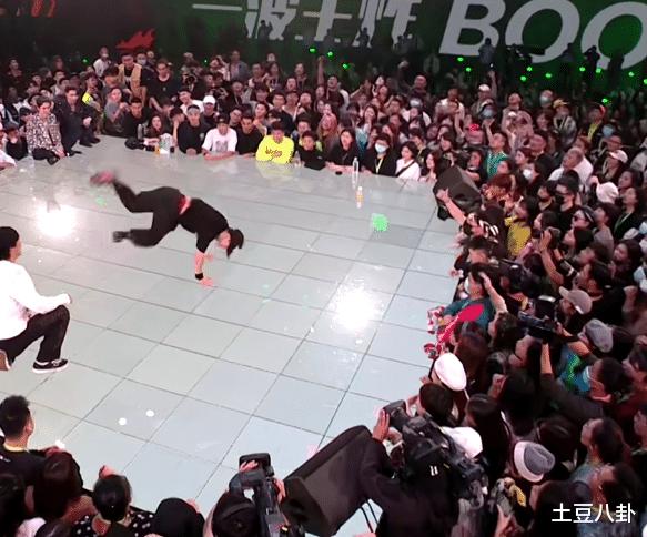楊凱戰勝佈佈後再勝黑馬小朝,成為第三屆的總冠軍!楊凱體力太強-圖3
