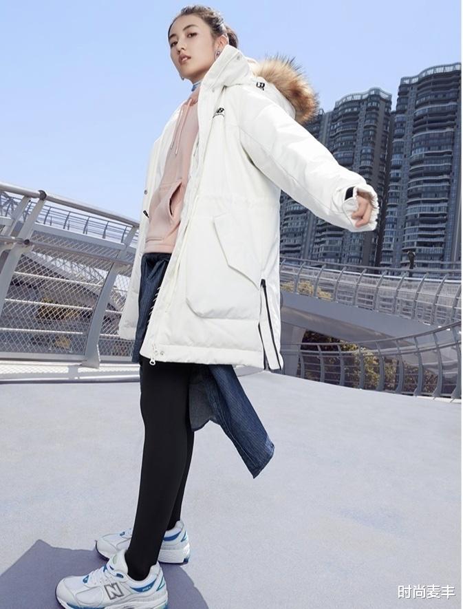 張子楓和孫儷妹妹成同學,代言運動品牌,白色羽絨衣秀冬季時尚-圖3