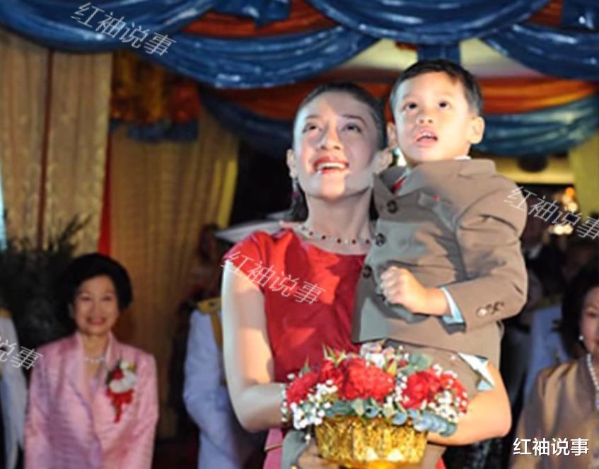 西拉米軍裝照美翻瞭,一顰一笑驚艷時光,不愧是泰國最美王妃-圖6