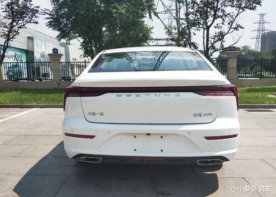 全新一汽奔騰B70現身,紅色塗裝很洋氣,19寸輪轂加持,配1.5T!-圖6