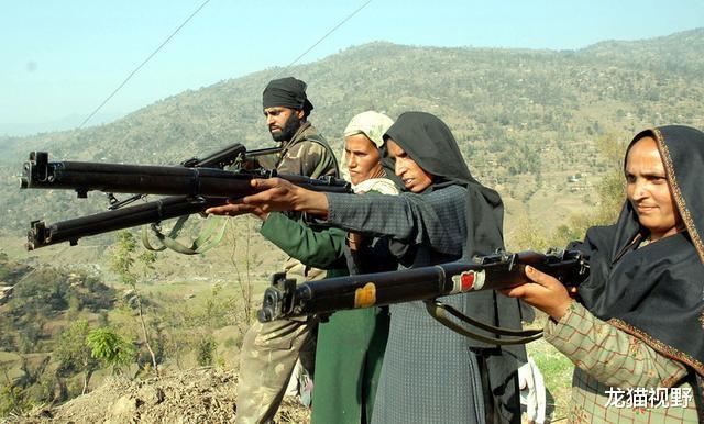 大批武裝分子凌晨越境,向印軍士兵直接開槍,多人死傷一片慘烈-圖4