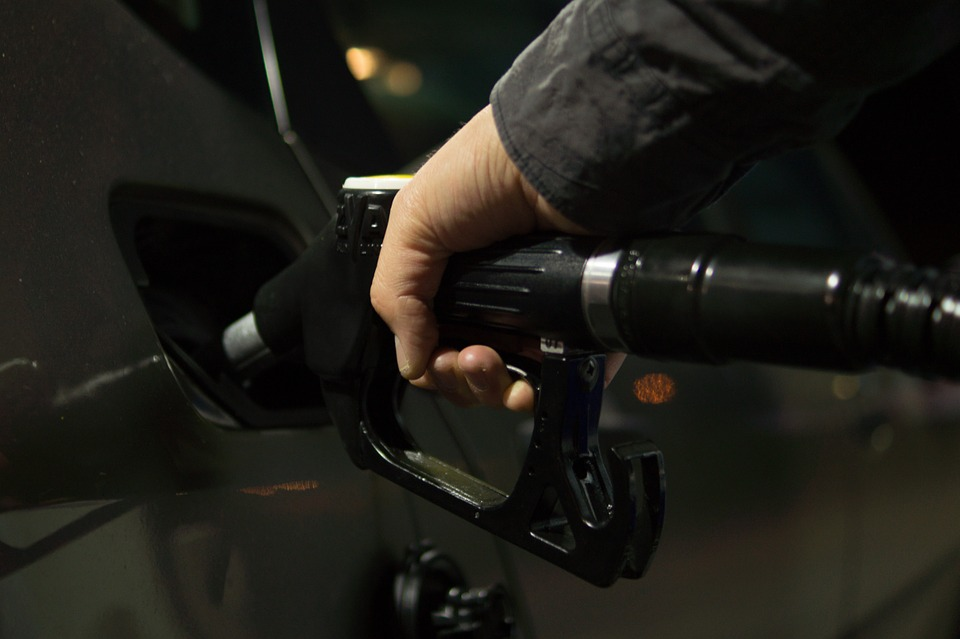 國際油價2日大幅下跌,黑天鵝不斷襲擊石油?我們加油能更便宜?-圖2