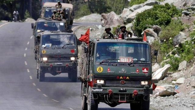 印軍大舉從拉達克撤離,近萬人狼狽不堪擁堵公路,俄專傢指出敗因-圖3
