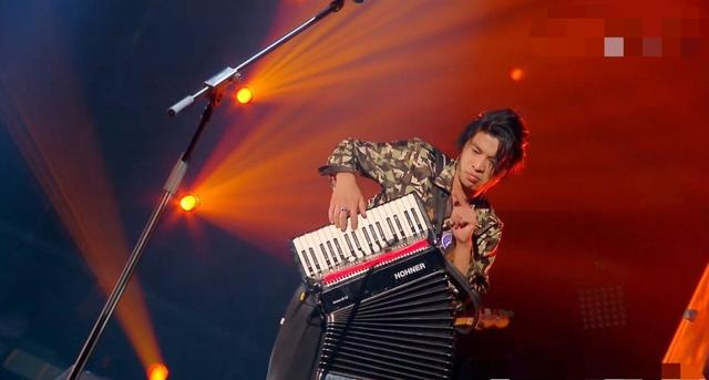 """好評滿滿,五條人在《樂隊的夏天》決賽上演唱""""地球儀""""獲亞軍-圖2"""