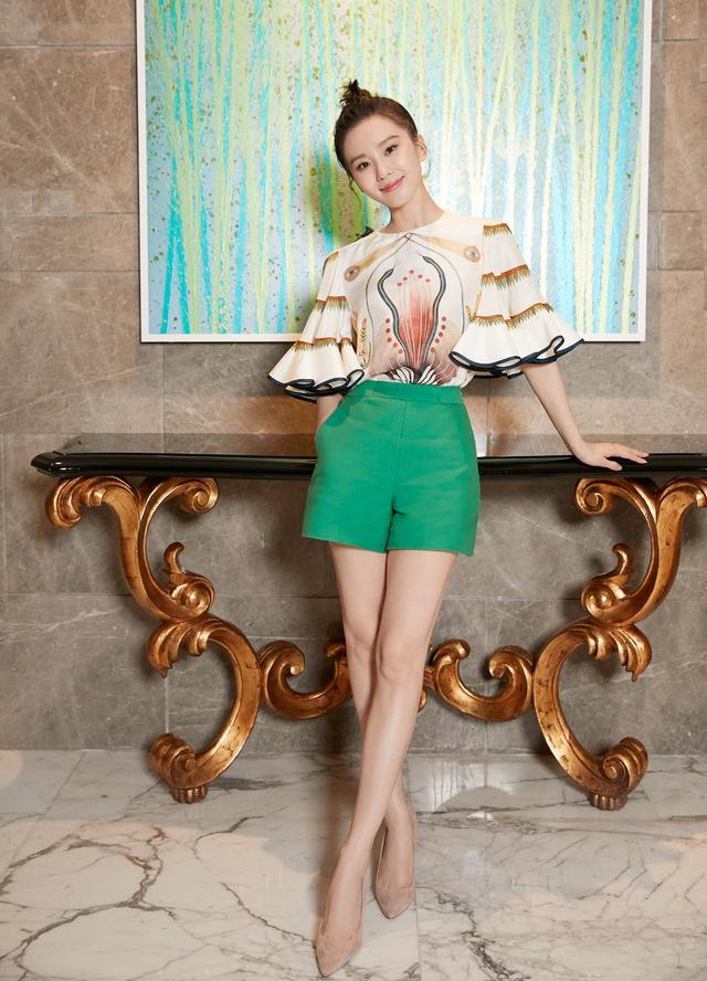 劉詩詩越來越美瞭,身穿一襲粉色長裙,風格優雅似少女-圖7