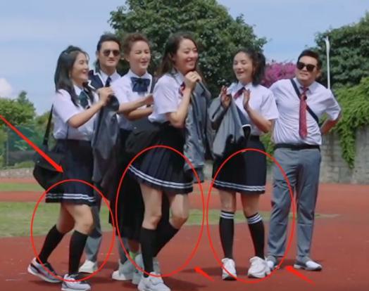 """吉娜節目中重回校園,穿""""JK短裙""""秀長腿,這腿圍我沒看花眼吧?-圖5"""
