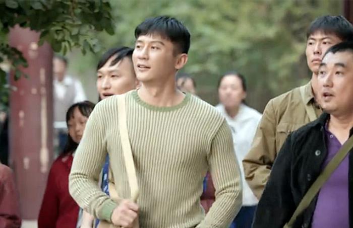 42歲李晨裝嫩演高中生,磨皮都蓋不住一張老臉,尬到眼睛都疼-圖3