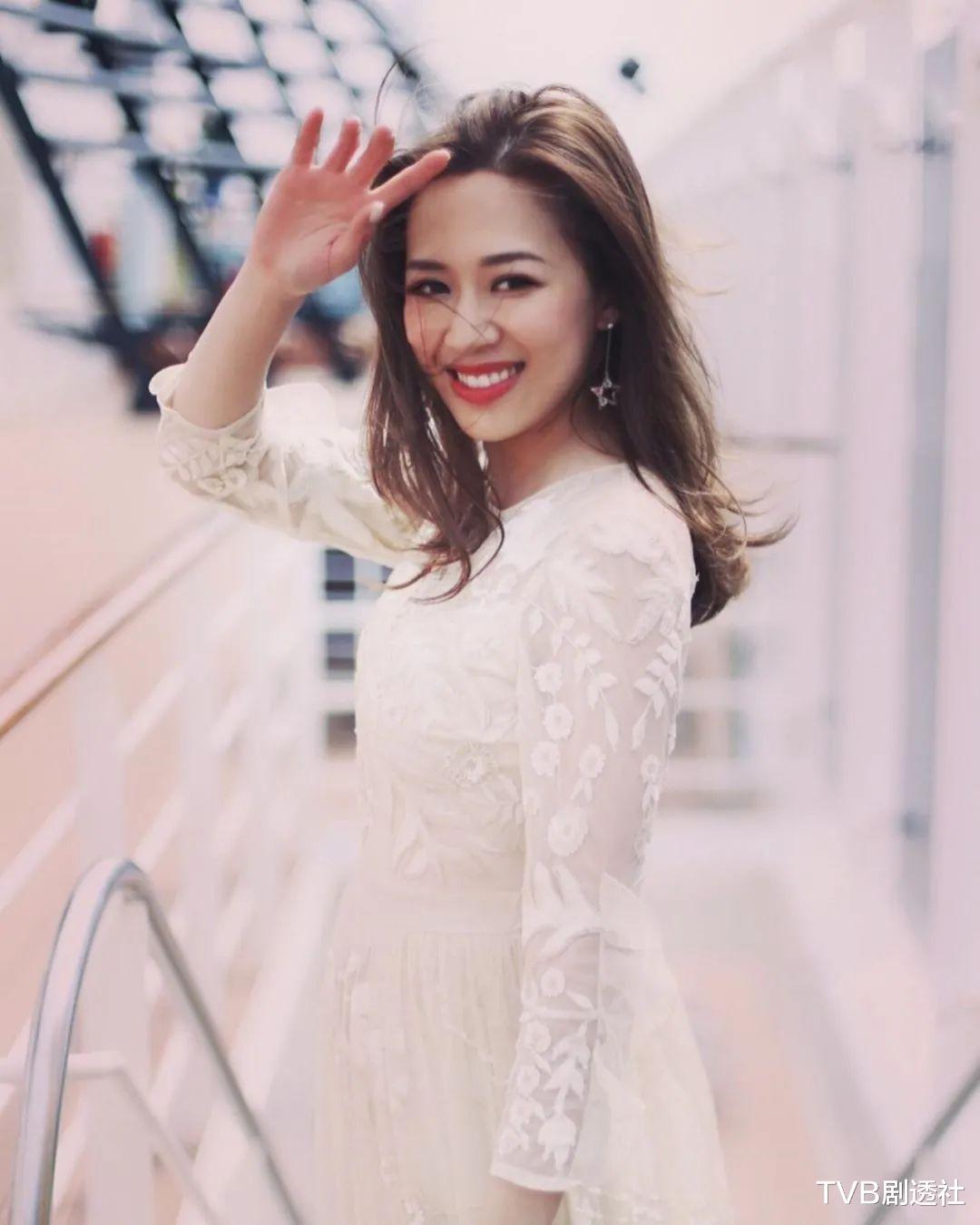 恭喜!32歲TVB港姐花旦被閨蜜曝結婚,曬鉆戒大方承認嫁金融才俊-圖4