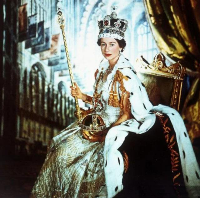英國女王年輕時有多迷人?丈夫不準她獨自出門,放棄王位伴她左右-圖3