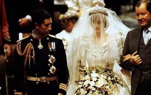 查爾斯兩次婚禮的表情對比:戴安娜是任務,卡米拉是真愛-圖5