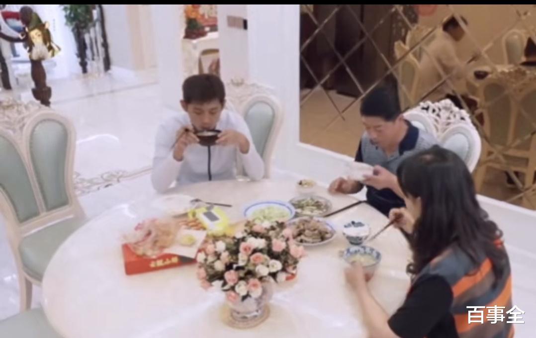 張媽喜歡惠若琪,得知她已婚後笑容凝固瞭,網友:張繼科配不上惠-圖3