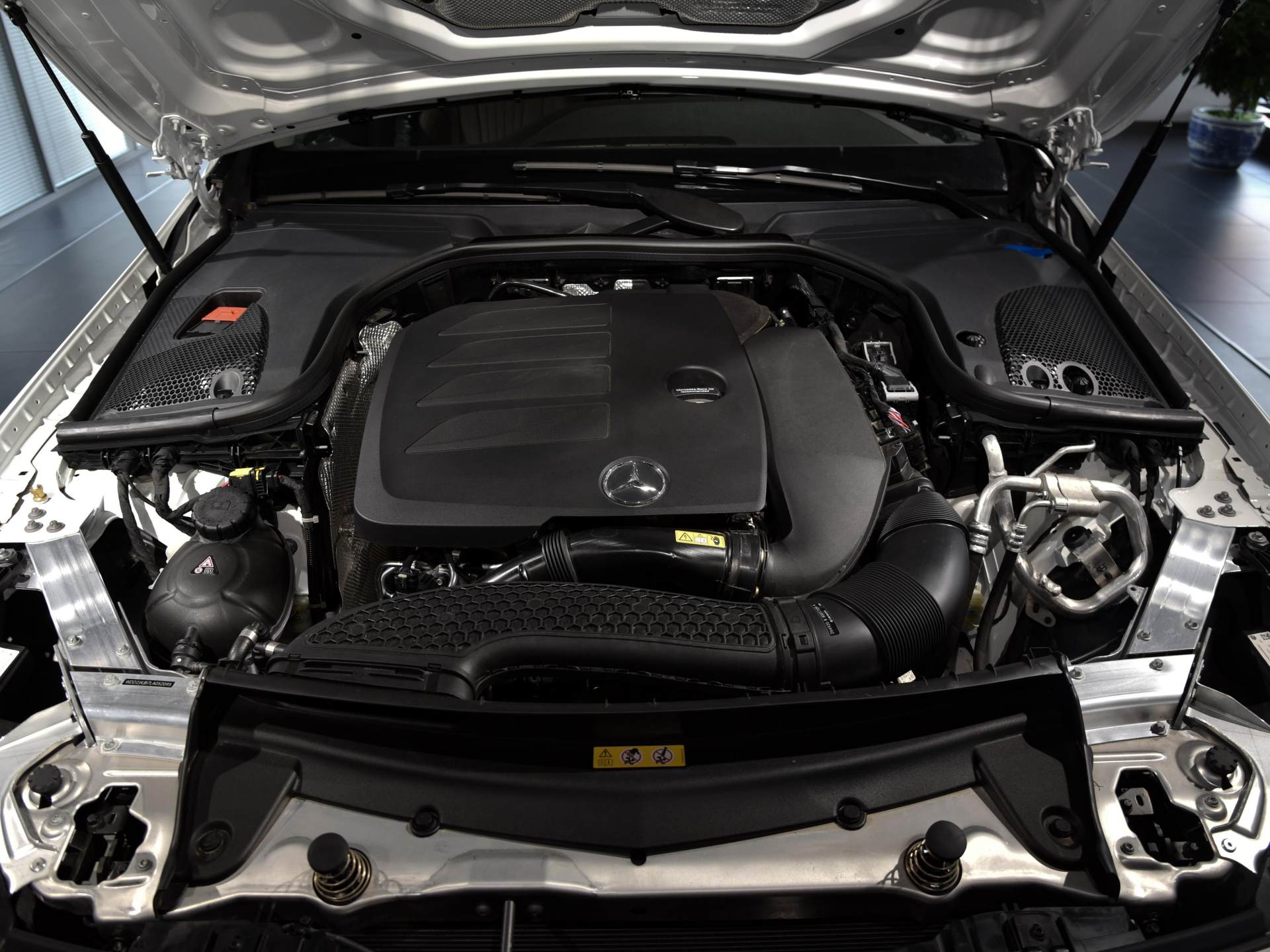 真正動感的豪華轎跑,動感不輸奧迪A7,60萬價格比凱迪拉克拉風-圖5
