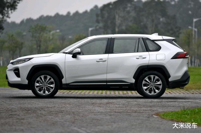 豐田新款平民SUV,四驅還有218馬力,滿油可以跑1200KM-圖4