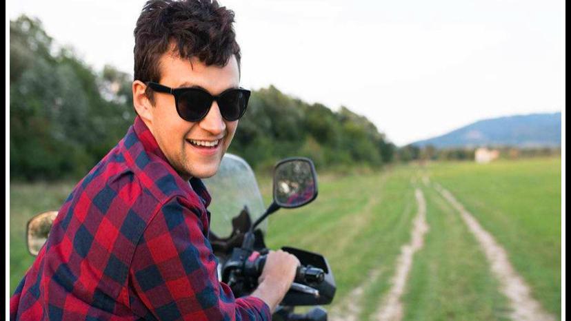 一个农村男人只愿干三件事:吃饭、穿衣、聊闲天,他的生活会怎样?