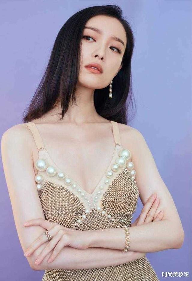 倪妮的美讓人移不開眼,穿珍珠魚尾裙優雅迷人,腰臀比太驚艷-圖2