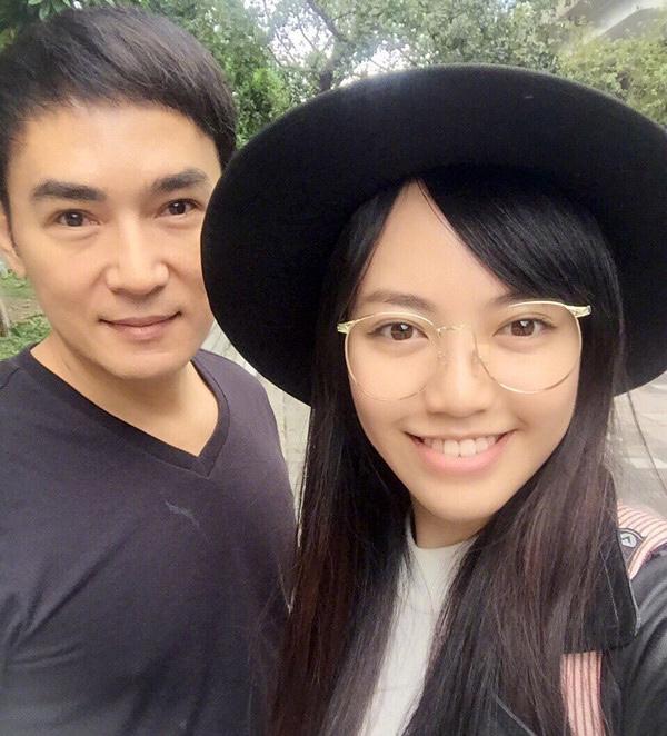 53歲焦恩俊與母親合影,似姐弟令人疑惑,當年的小李飛刀去哪瞭-圖7