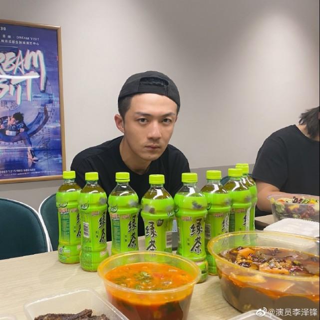 許幻山回京被一桌綠茶包圍,晚飯吃草,李澤鋒目光呆滯一臉無辜-圖5