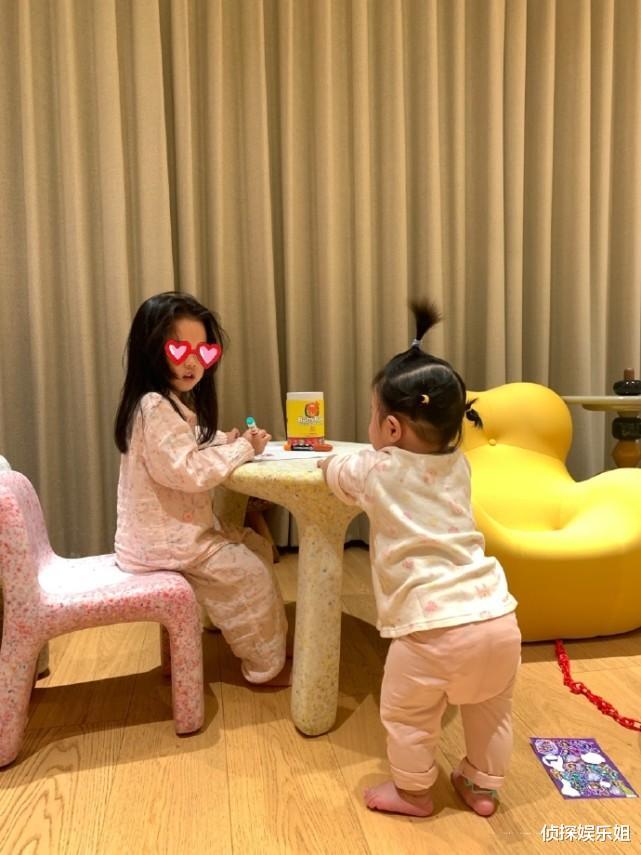 張子萱與倆女兒同框依舊少女顏,安安和妹妹超好發量惹人羨-圖5