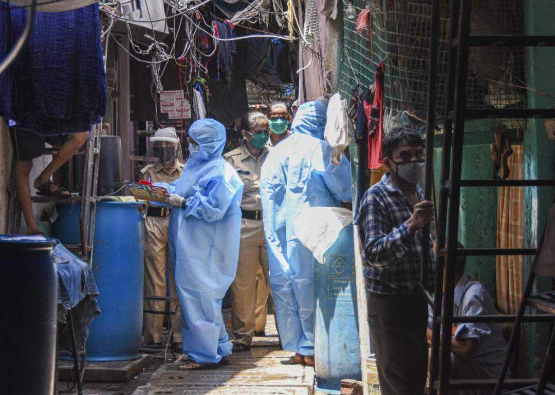 印度政府沉迷軍火,導致醫護人員罷工,新冠感染累計突破700萬-圖3