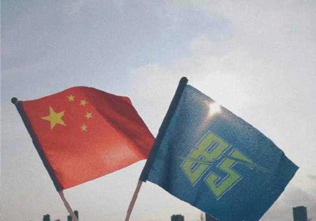 王一博粉絲應援舉旗違反《國旗法》,網友怒斥:為瞭追星不要腦子-圖7