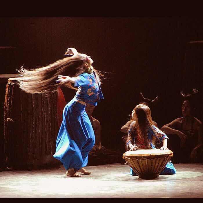 楊麗萍的舞臺劇用2噸麥子做舞蹈道具,是藝術還是浪費?-圖2