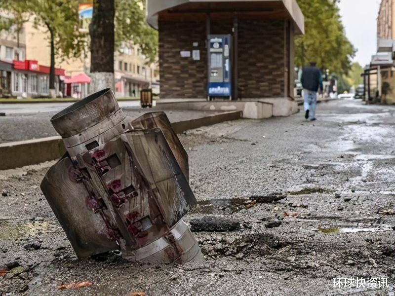 死傷慘重!阿塞拜疆第二大城市遭襲,大批火箭彈擊中市中心大樓-圖2