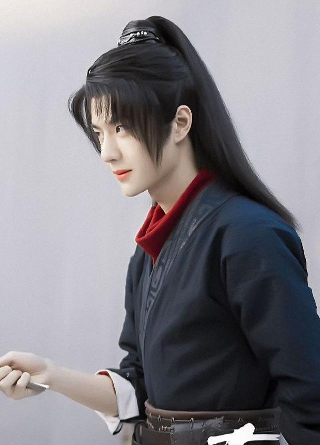 王一博《有翡》路透,為貼近角色控制體重,瘦弱無力惹人憐愛-圖6