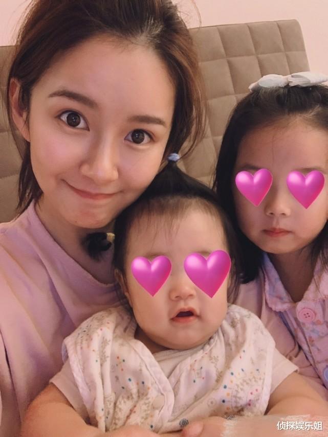 張子萱與倆女兒同框依舊少女顏,安安和妹妹超好發量惹人羨-圖6