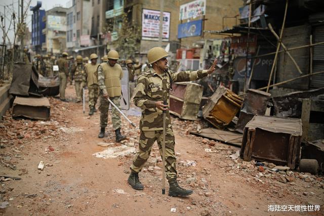 印度抗議示威升級,疫情爆發局勢失控,印度群眾竟要求特朗普下臺-圖2