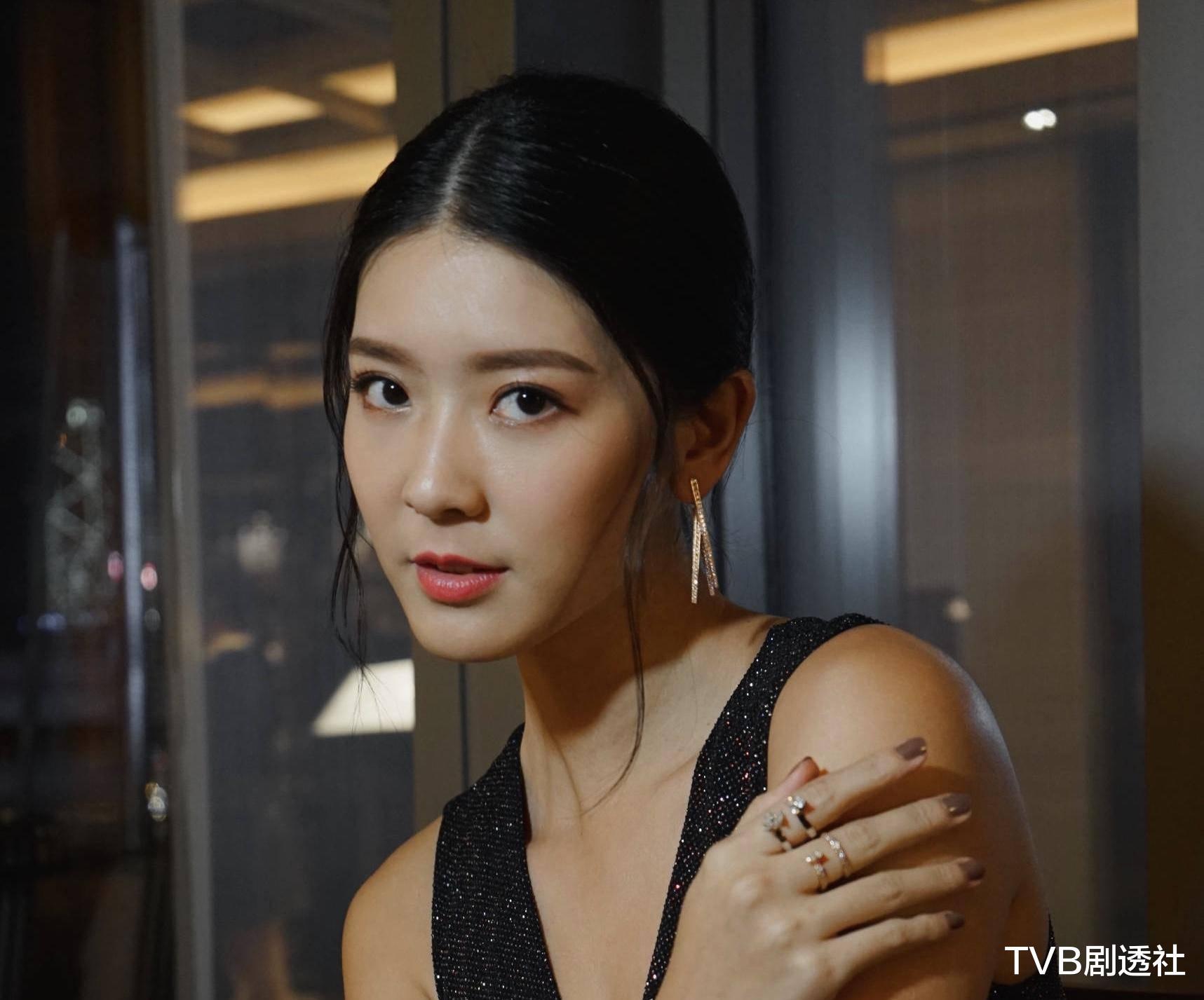 27歲香港著名女星被曝未婚先孕,並將趕在下月登記結婚-圖3