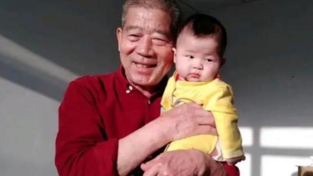 67岁老奶奶产女后续:母女俩冰释前嫌,如今一家人生活幸福