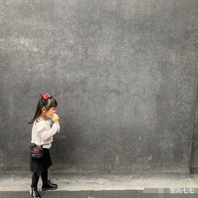"""伊能靜帶女出遊被偶遇,4歲小米粒終於不""""呆"""",滿身大牌有靈氣-圖4"""