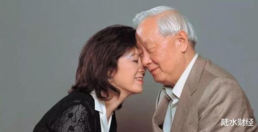 56歲開始創業,70歲娶瞭自己的秘書,今公司市值超2萬億-圖8