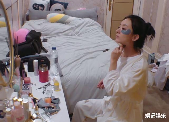 趙麗穎清晨保養頗嚴謹,素顏模樣很減齡,桌上護膚品接地氣-圖4