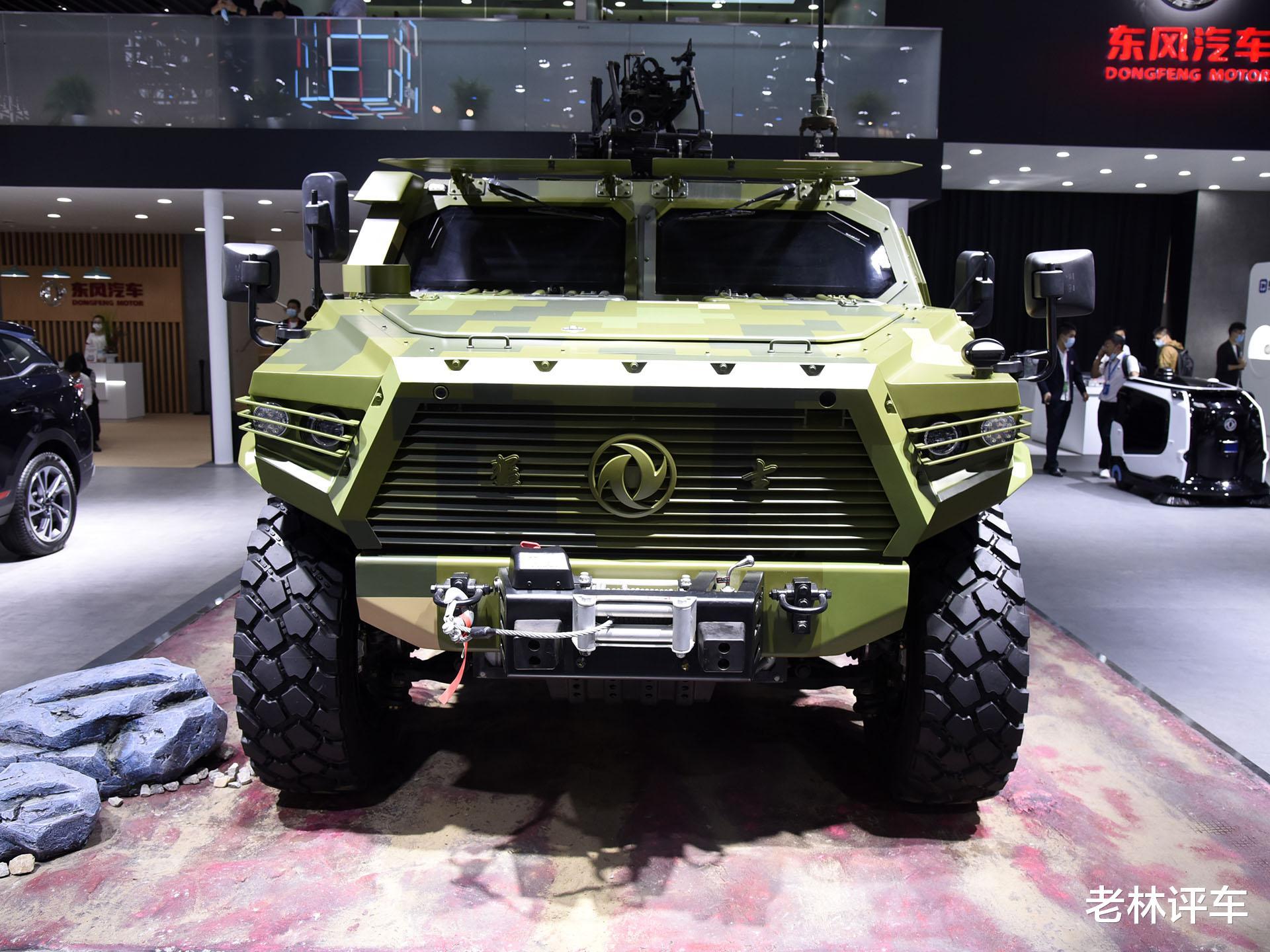 為瞭引起關註,東風直接把一輛4噸的軍用猛士擺上瞭北京車展展臺-圖3