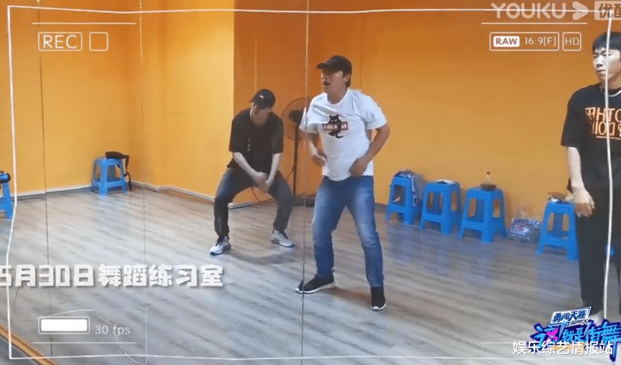 《街舞3》黃渤街舞出場大秀幕後練習視頻曝光 頂級編舞師Eleven全程陪伴練習-圖6