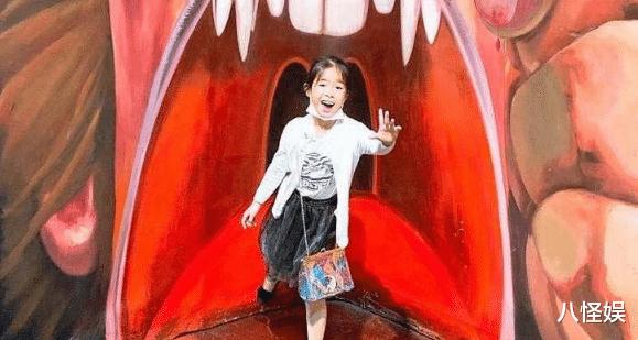 黃奕帶女兒看畫展,7歲黃芊玲越長越像黃毅清,表情超多變戲精-圖9