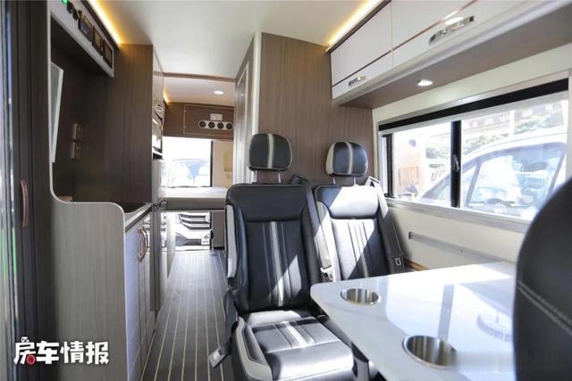 適合夫妻2人玩的V90房車,車高2.6米大床隨便睡,價格實惠-圖10